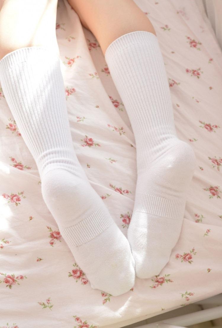 白い靴下画像